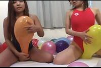 【フェチ】競泳水着を着た女子たちが風船部屋で遊ぶ!! 2
