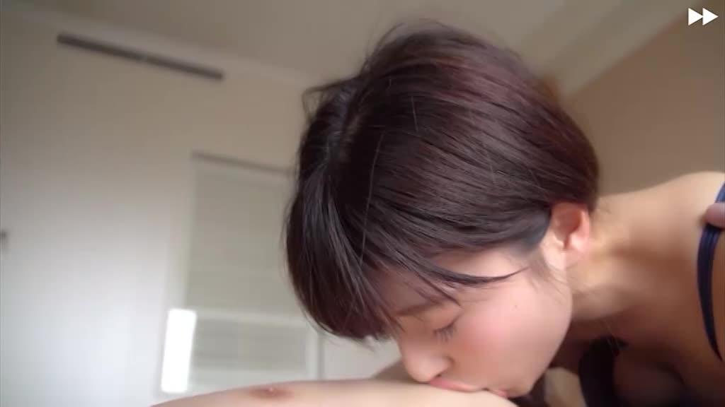 (早川瑞希)シロウト小娘のブラを降ろしてチクビをのぞかせてリズムよくハメまくるww アンアンと甘いあえぎ声が響く