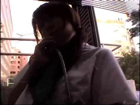 公衆電話でローターオナニーするセーラー服のノーパンJK